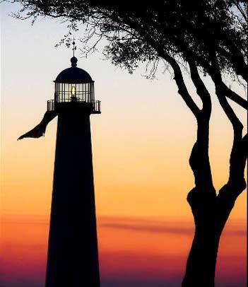 Biloxi-lighthouse-at-dusk